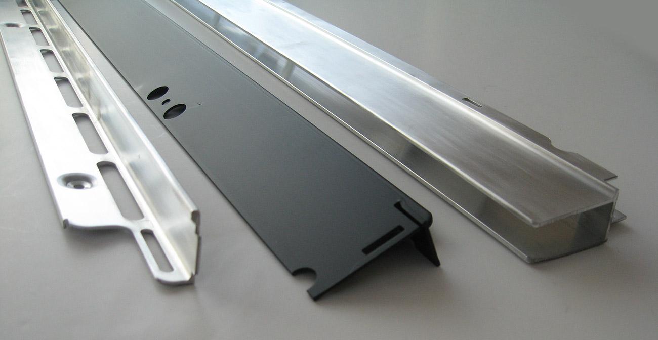 Profili in estruso di alluminio per l'arredamento